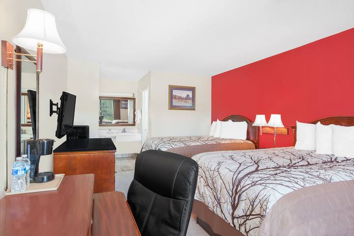 Guest room at the Days Inn Newton in Newton, Mississippi