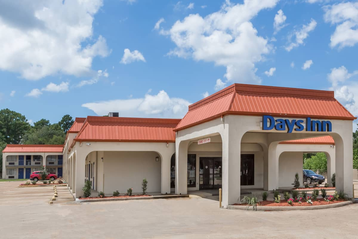 Exterior Of Days Inn Pearl Jackson Airport Hotel In Mississippi