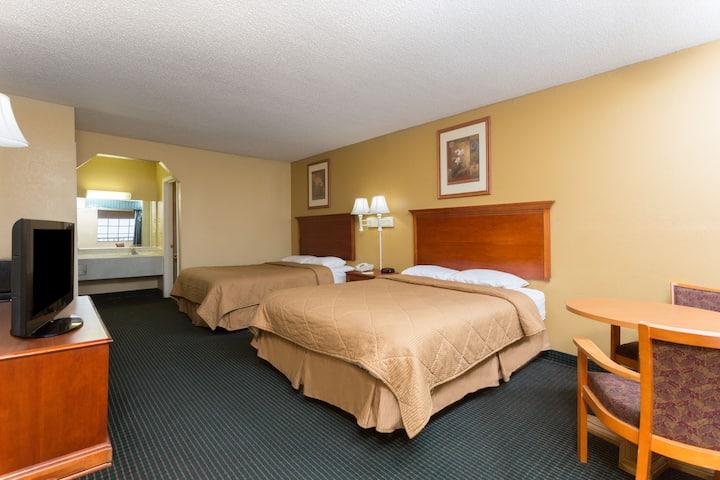 Guest room at the Days Inn & Suites Vicksburg in Vicksburg, Mississippi
