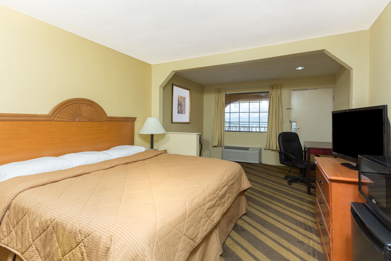 Days Inn & Suites Vicksburg suite in Vicksburg, Mississippi