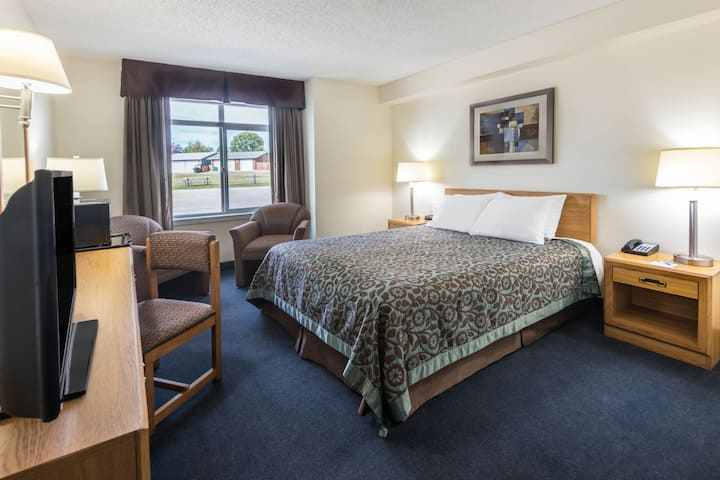 Guest room at the Days Inn Great Falls in Great Falls, Montana