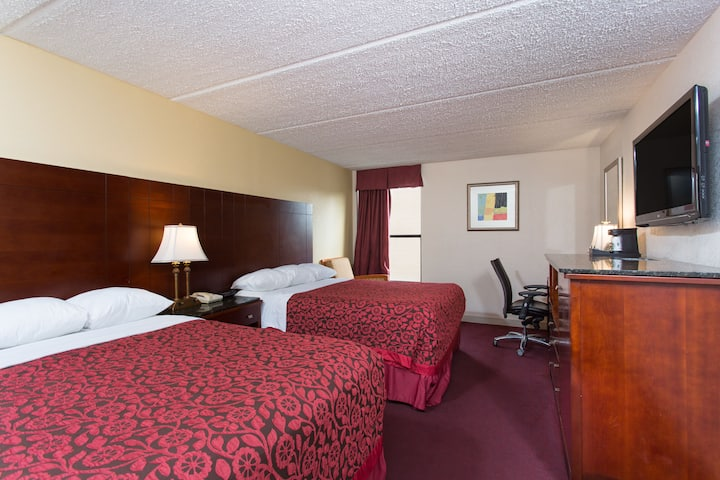 Guest room at the Days Inn High Point/Archdale in Archdale, North Carolina