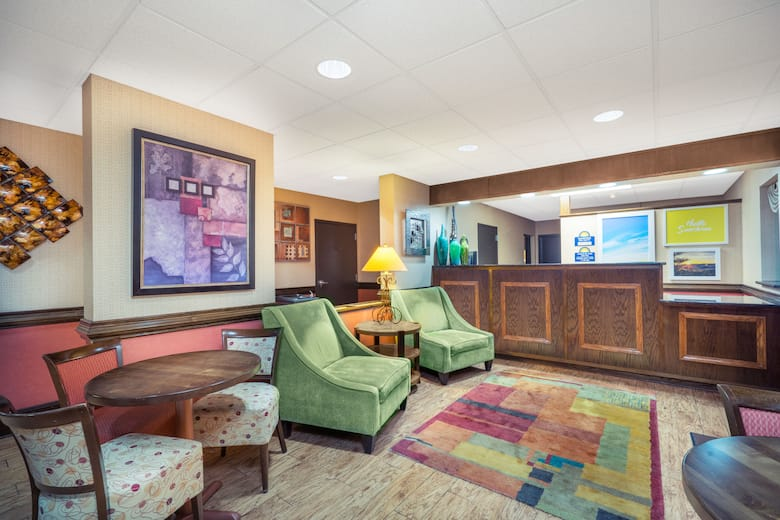 Days Inn By Wyndham Asheville North Hotel Lobby In Carolina