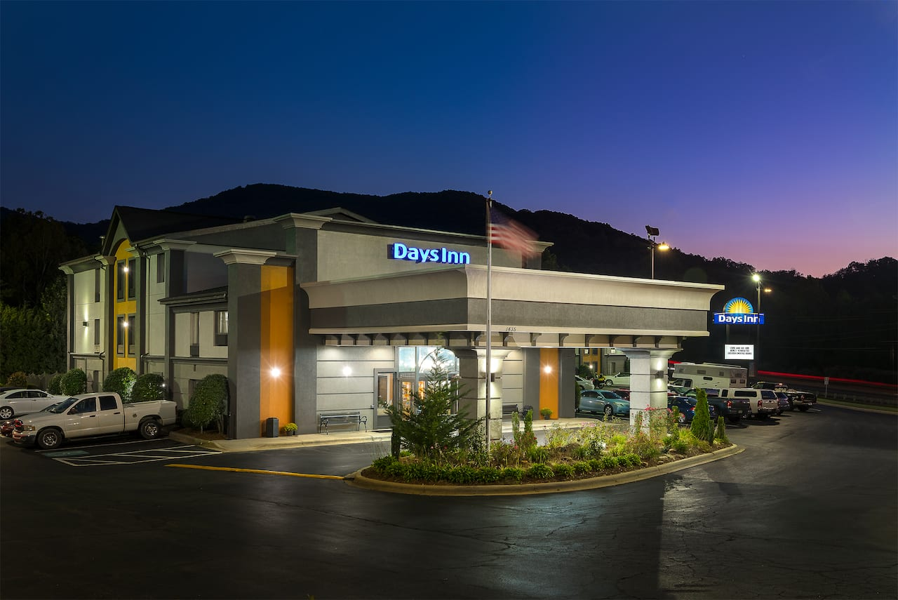 Days Inn Asheville/Tunnel Road & I-40 in Candler, North Carolina