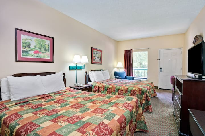 Guest room at the Days Inn Chapel Hill in Chapel Hill, North Carolina