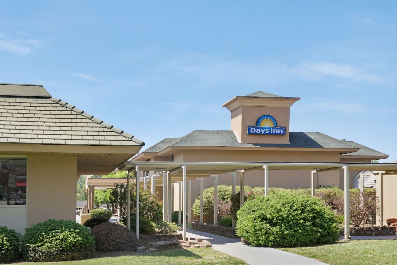 Days Inn Charlotte/Woodlawn Near Carowinds in Gastonia, North Carolina