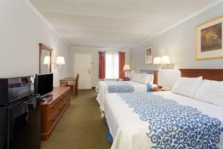 Guest room at the Days Inn Clinton in Clinton, North Carolina