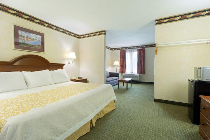 Days Inn Clinton suite in Clinton, North Carolina