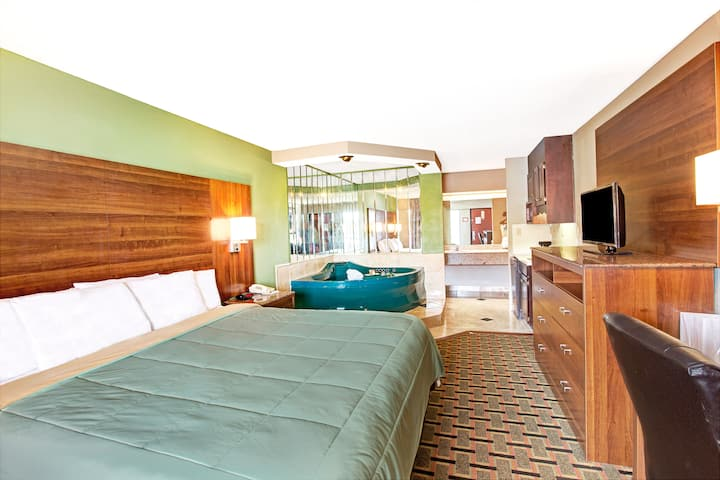Days Inn Conover-Hickory suite in Conover, North Carolina