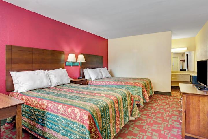 Guest room at the Days Inn Elizabeth City in Elizabeth City, North Carolina