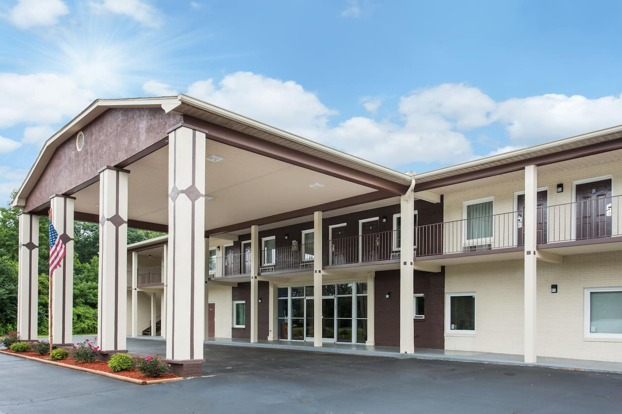 Days Inn & Suites Forest City in Gaffney, South Carolina