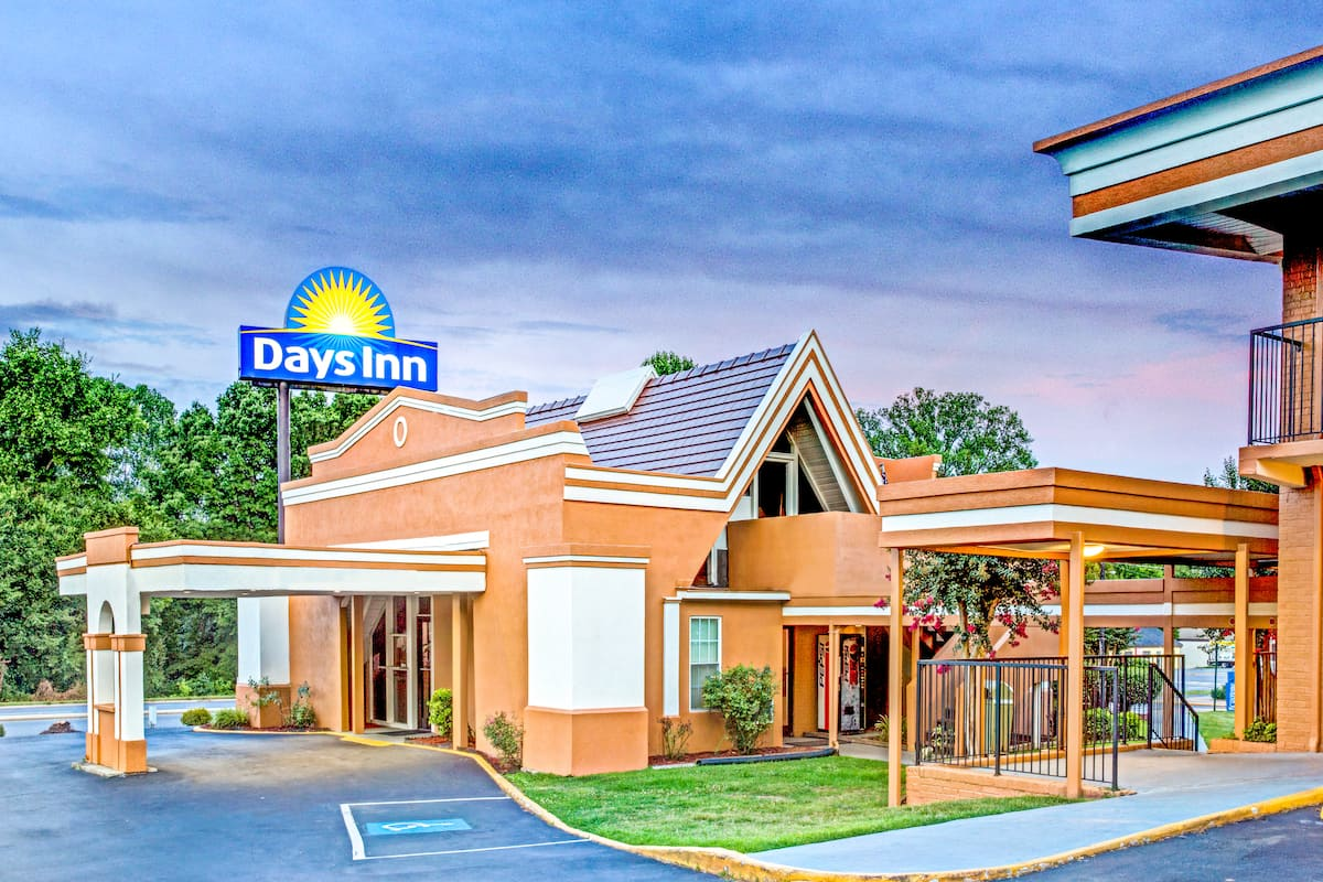 Exterior Of Days Inn Gastonia West Charlotte Kings Mountain Hotel In North