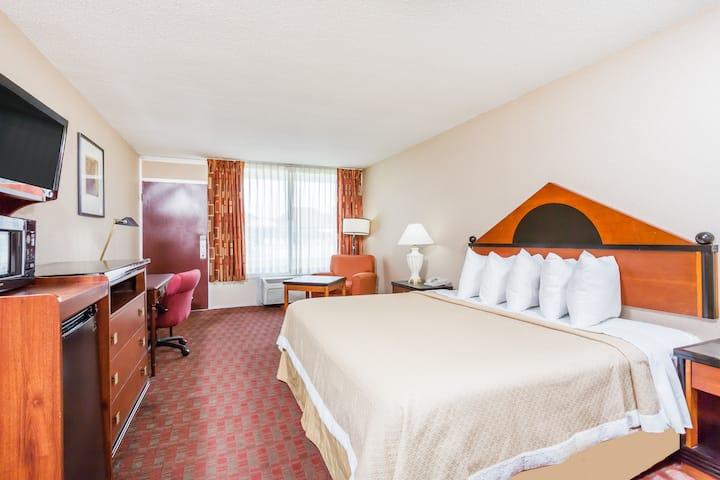 Guest room at the Days Inn Goldsboro in Goldsboro, North Carolina