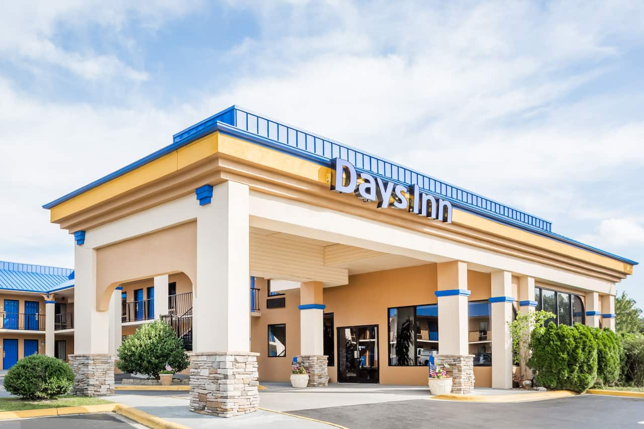 Days Inn Hendersonville in Candler, North Carolina