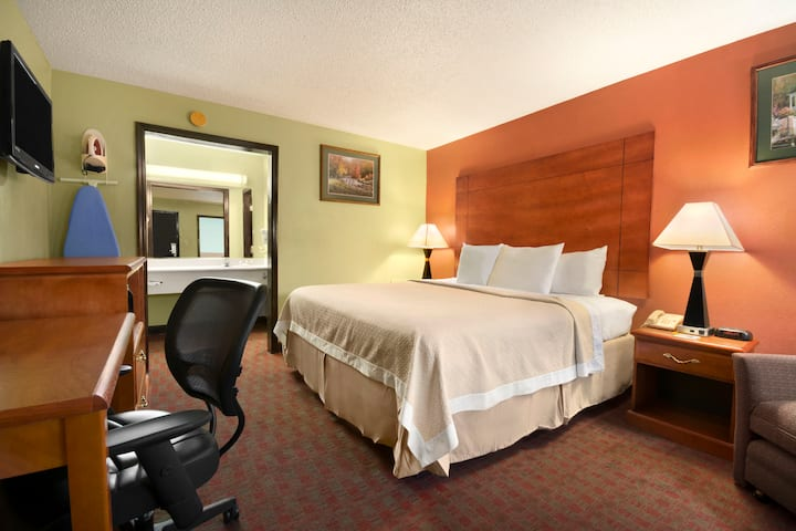 Guest room at the Days Inn Jacksonville NC in Jacksonville, North Carolina