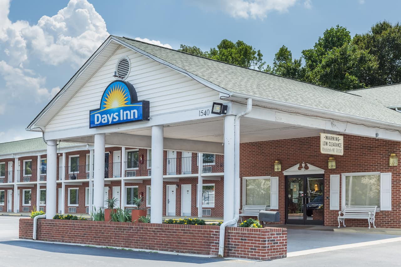Days Inn Jonesville in Yadkinville, North Carolina