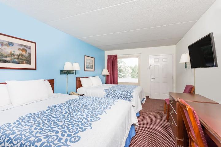 Guest room at the Days Inn Jonesville in Jonesville, North Carolina