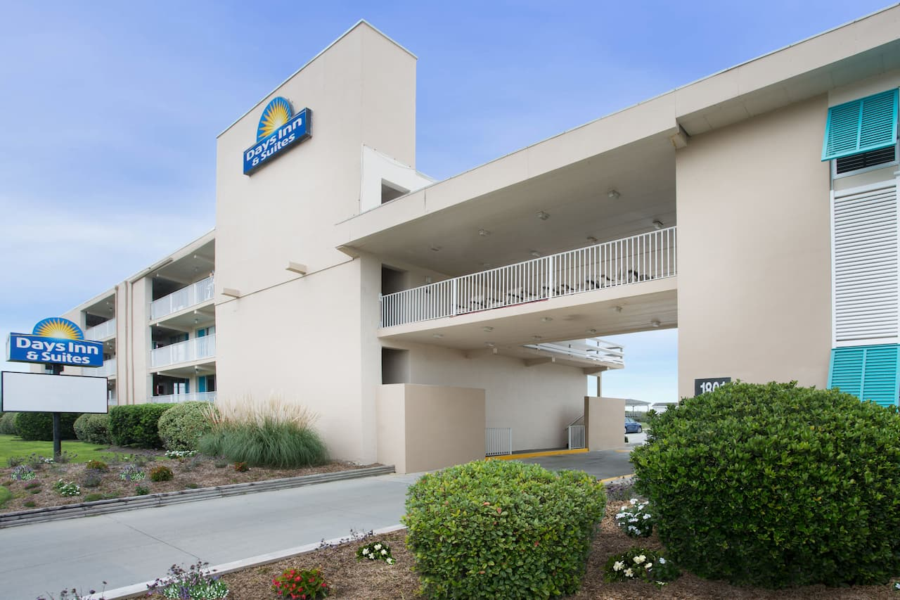 Days Inn & Suites Kill Devil Hills-Mariner in Kill Devil Hills, North Carolina