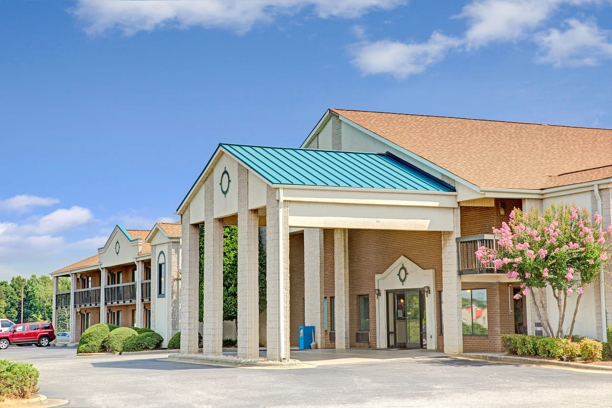 Exterior Of Days Inn Mooresville Lake Norman Hotel In North Carolina