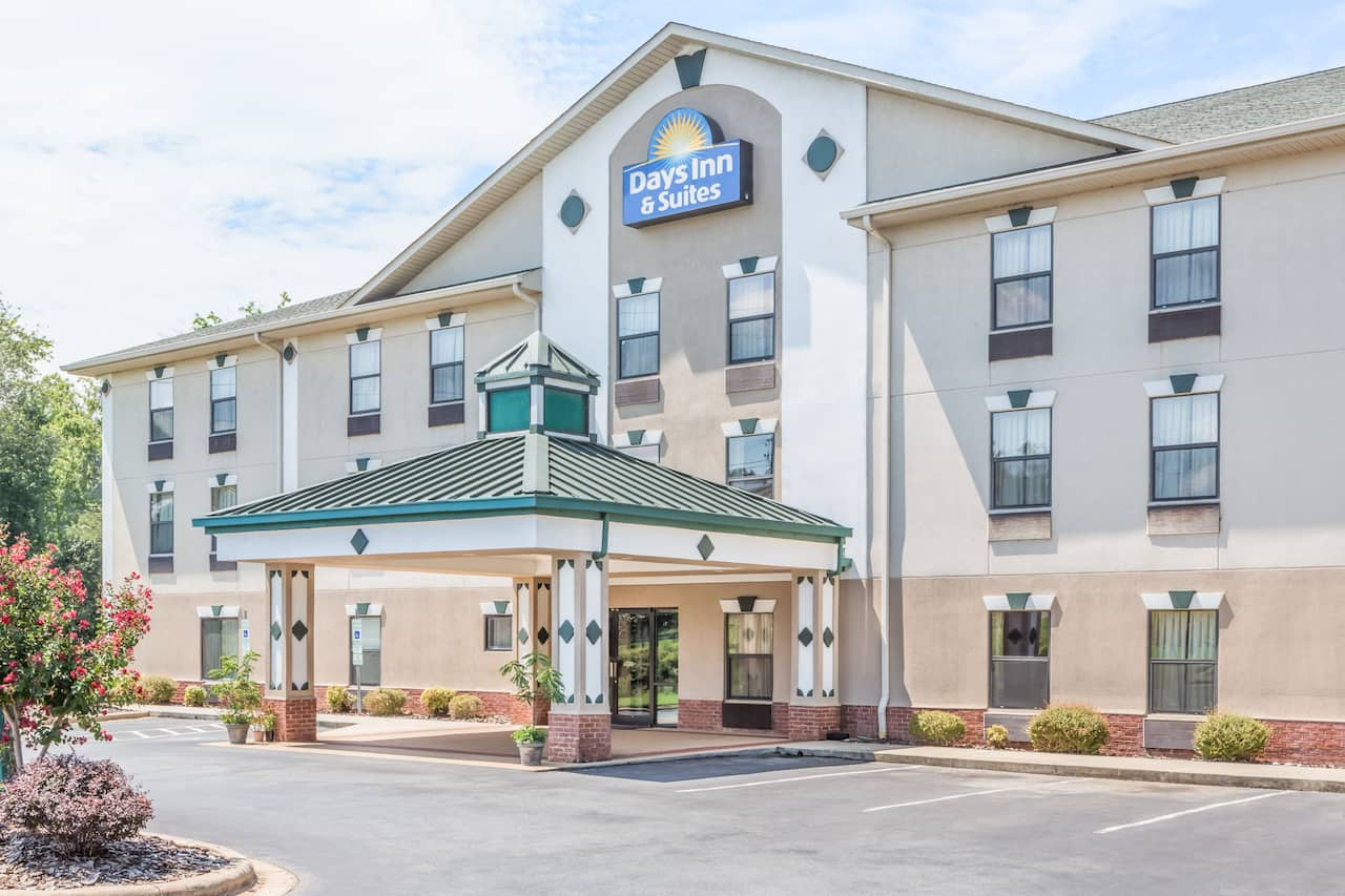 Days Inn & Suites Morganton in  Marion,  North Carolina