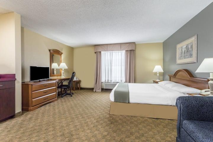 Days Inn Selma suite in Selma, North Carolina