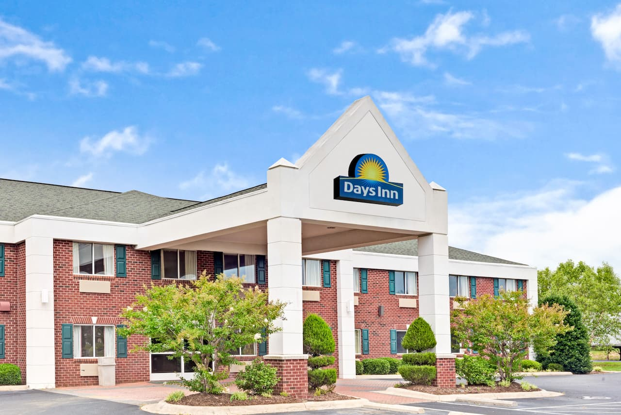 Days Inn Suites Siler City In Burlington North Carolina