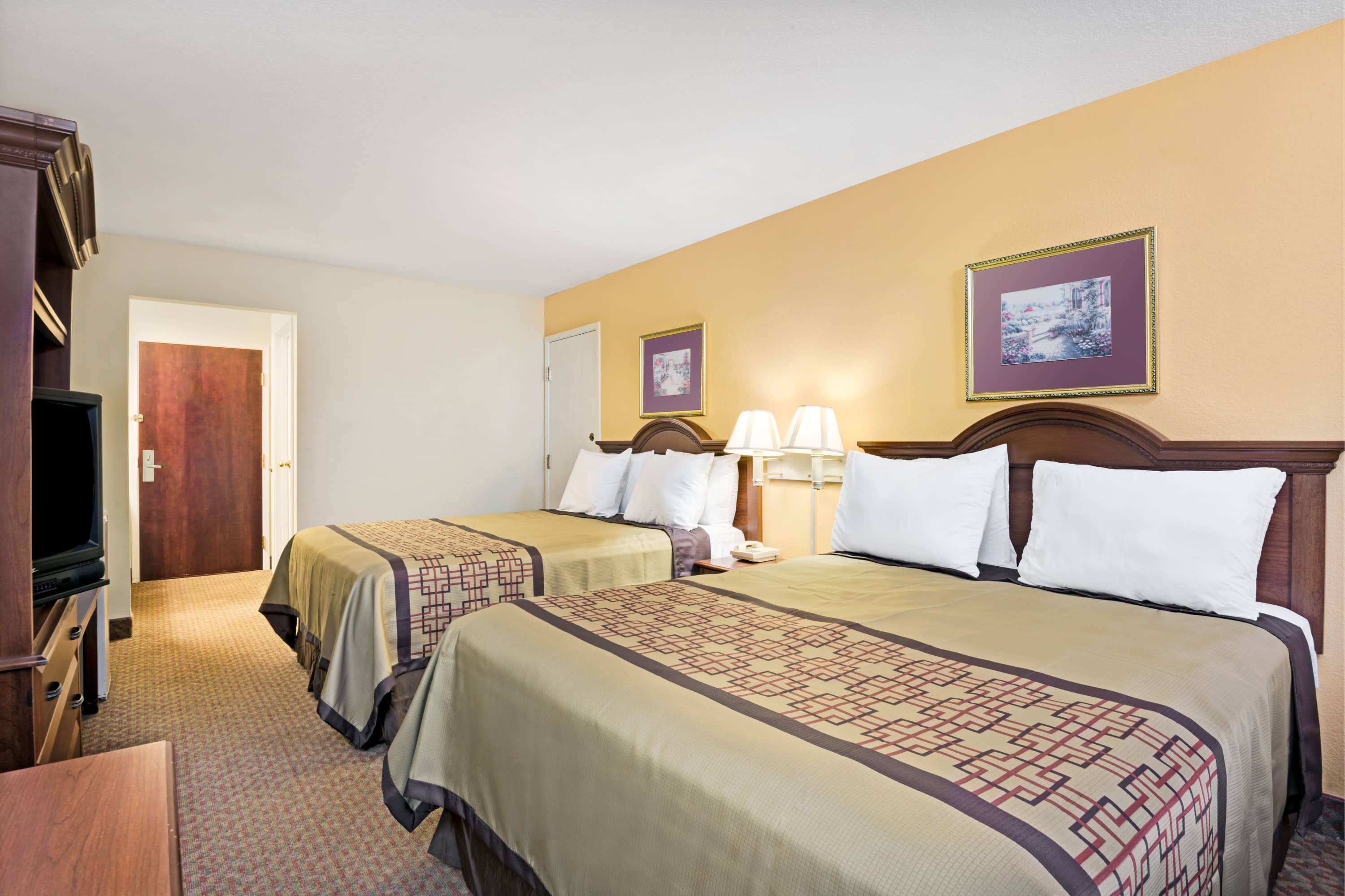 Guest room at the Days Inn & Suites Siler City in Siler City, North Carolina