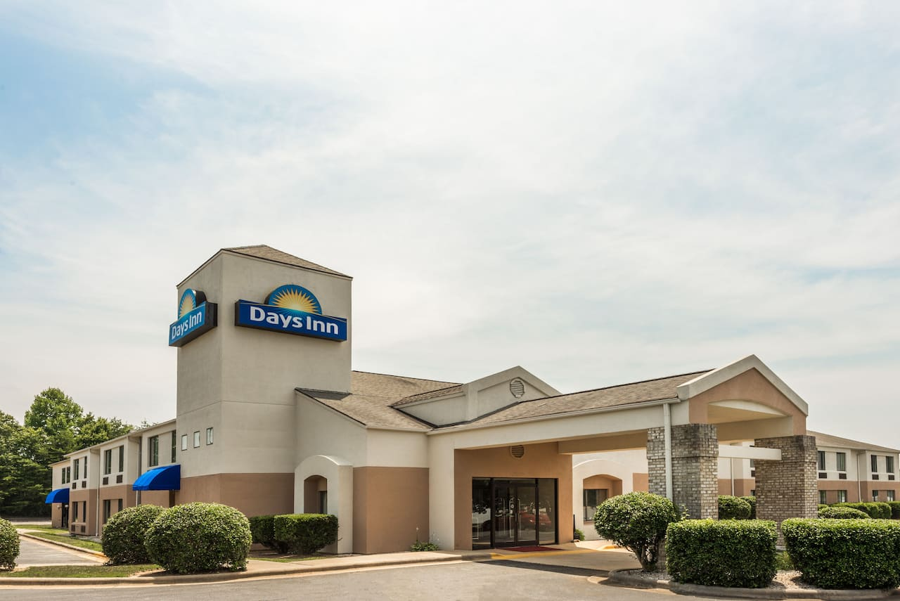 Days Inn Yadkinville in  Jonesville,  North Carolina