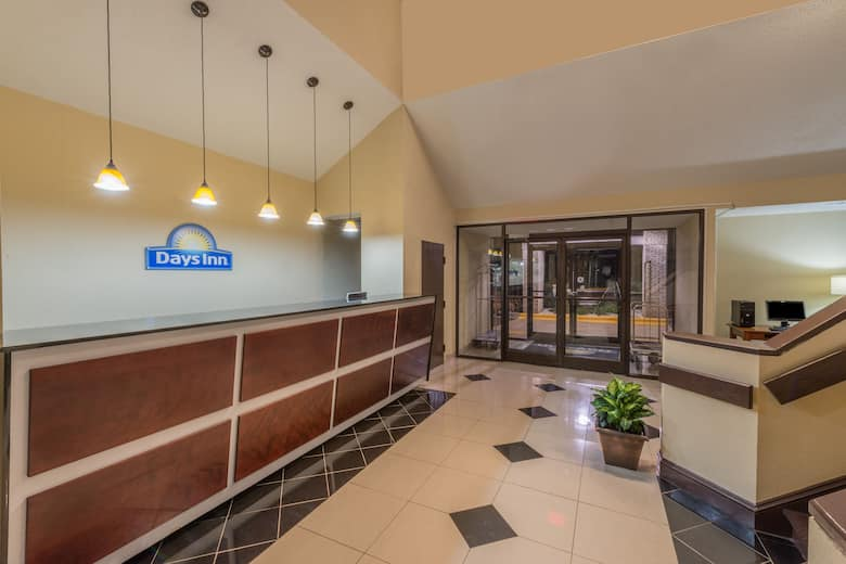 Days Inn Yadkinville Hotel Lobby In North Carolina