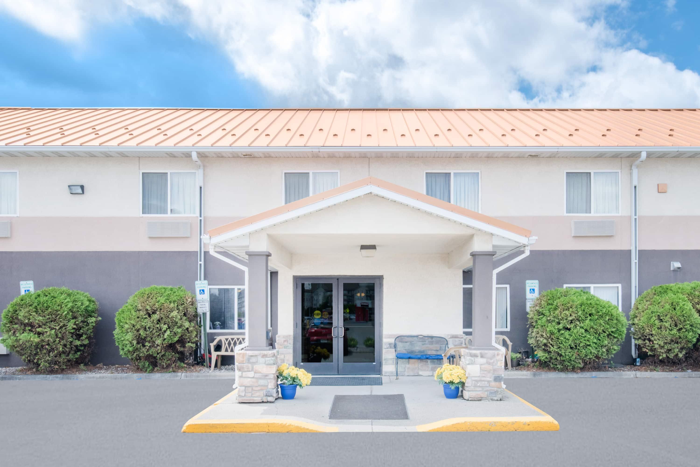 Days Inn Suites By Wyndham Fargo 19th Ave Airport Dome Fargo Nd