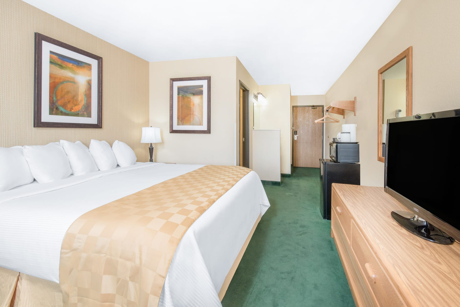 Days Inn Amp Suites By Wyndham Fargo 19th Ave Airport Dome