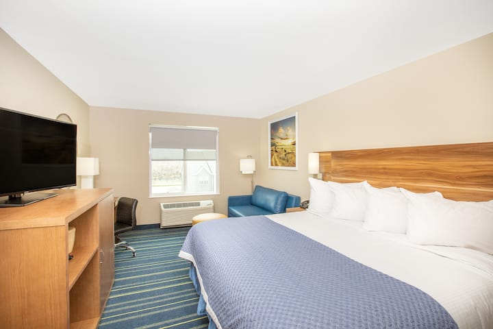 Days Inn & Suites by Wyndham Kearney suite in Kearney, Nebraska