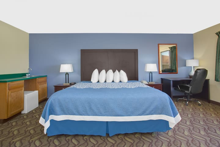 Guest room at the Days Inn North Platte in North Platte, Nebraska
