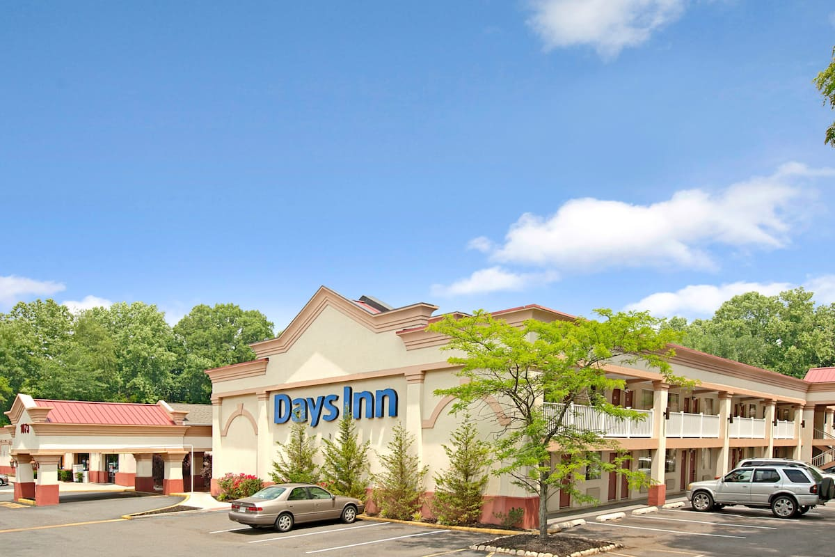 Exterior Of Days Inn Bordentown Hotel In New Jersey
