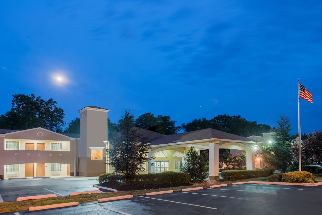 Days Inn & Suites Cherry Hill - Philadelphia in  Levittown,  Pennsylvania