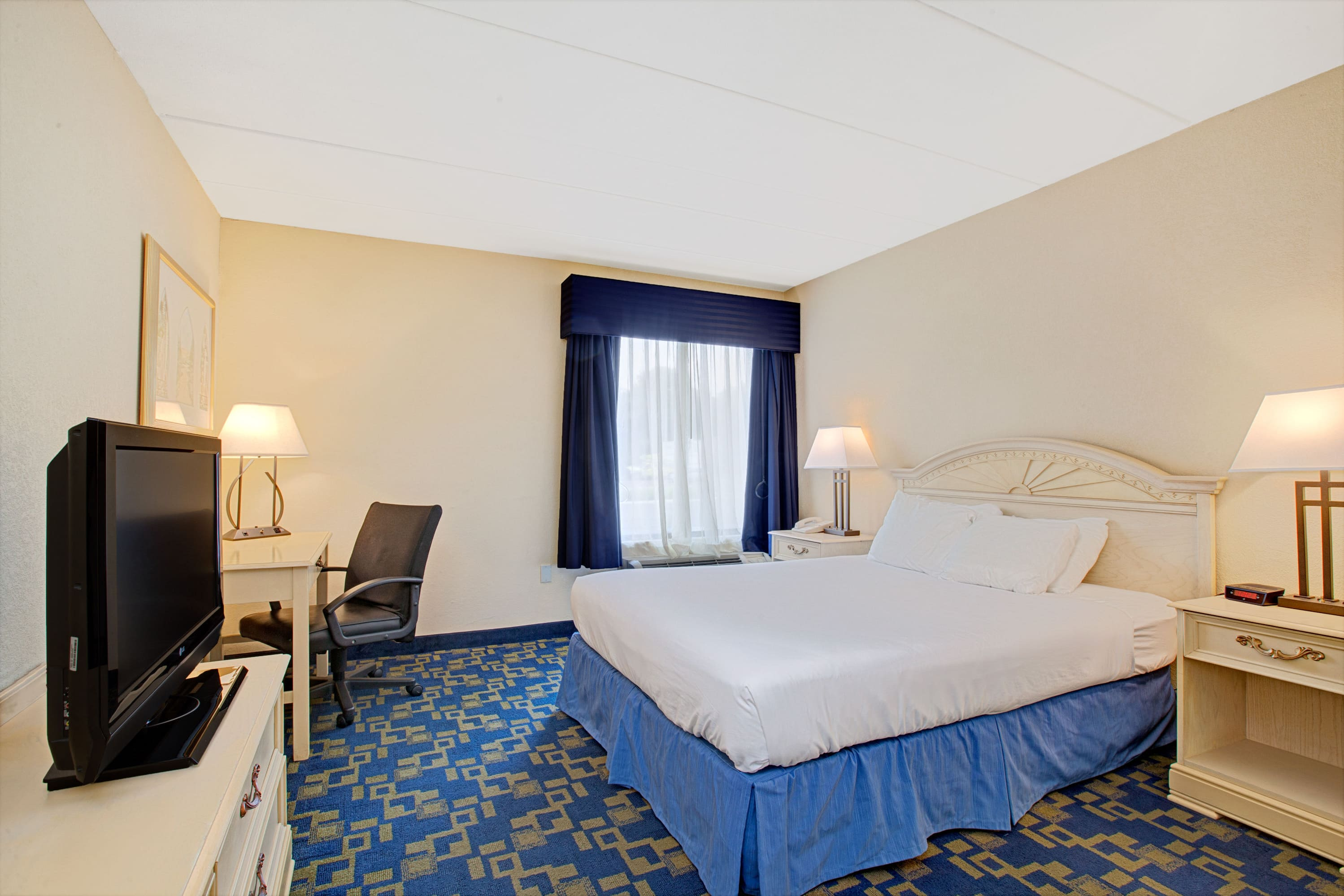Guest room at the Days Inn East Windsor/Hightstown in East Windsor, New Jersey