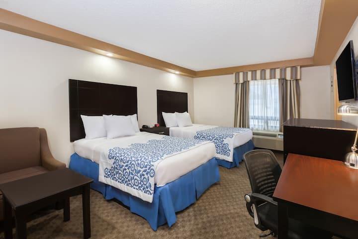 Guest room at the Days Inn Iselin - Woodbridge in Iselin, New Jersey