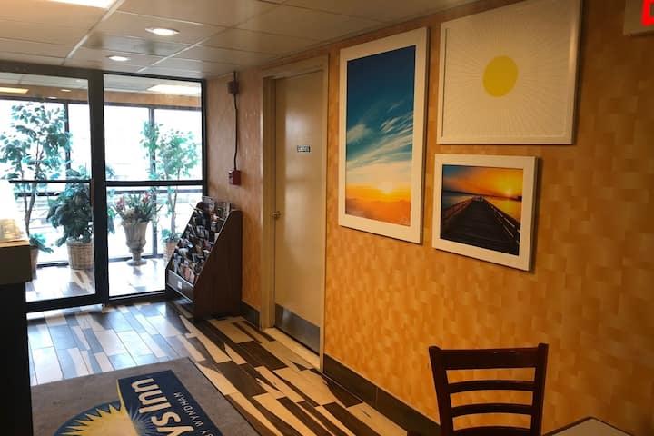 Days Inn By Wyndham Jersey City Nyc Area Jersey City Nj Hotels