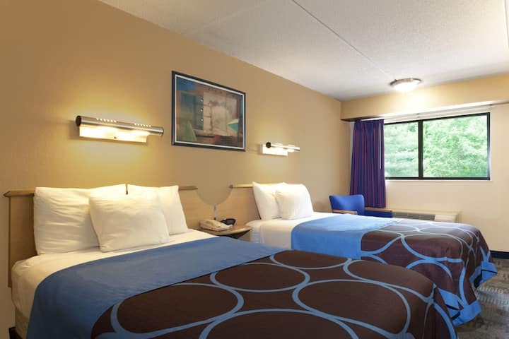 Guest room at the Days Inn Monmouth Junction Princeton in Monmouth Junction, New Jersey