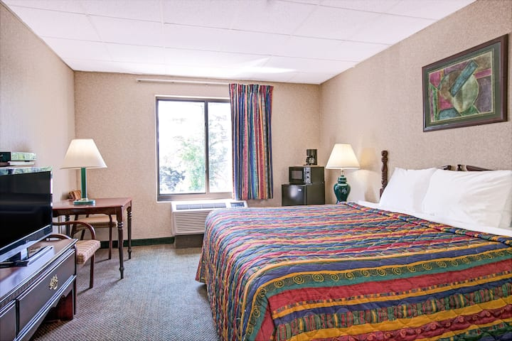 Guest room at the Days Inn Parsippany in Parsippany, New Jersey