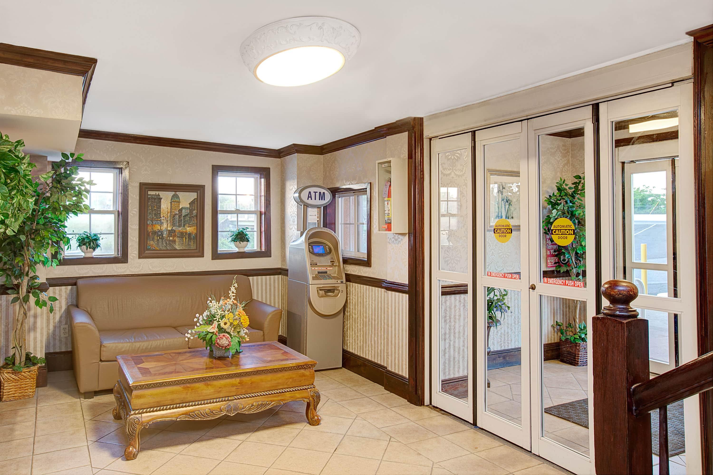 Days Inn Ridgefield Nj Hotel Lobby In New Jersey With Hotels Near Hackensack