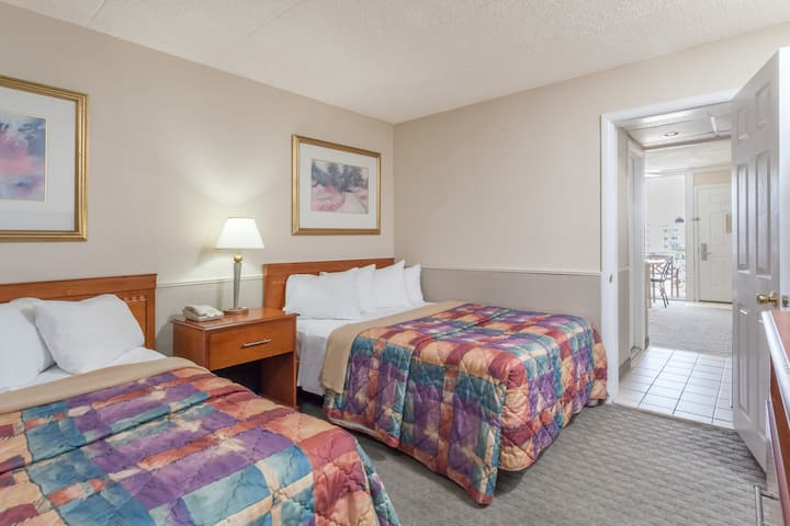 Guest room at the Days Inn & Suites Wildwood in Wildwood, New Jersey