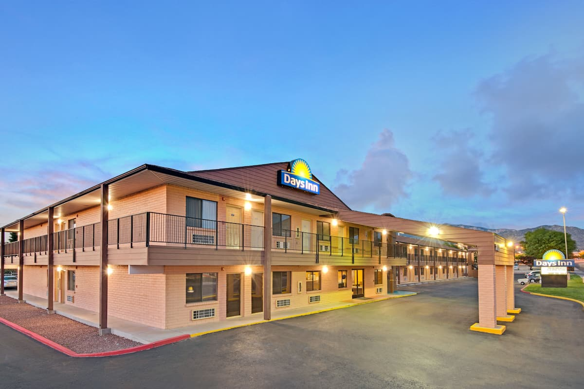 Exterior Of Days Inn By Wyndham East Albuquerque Hotel In New Mexico