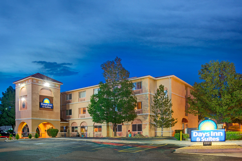Days Inn Suites By Wyndham Airport Albuquerque Albuquerque Nm Hotels