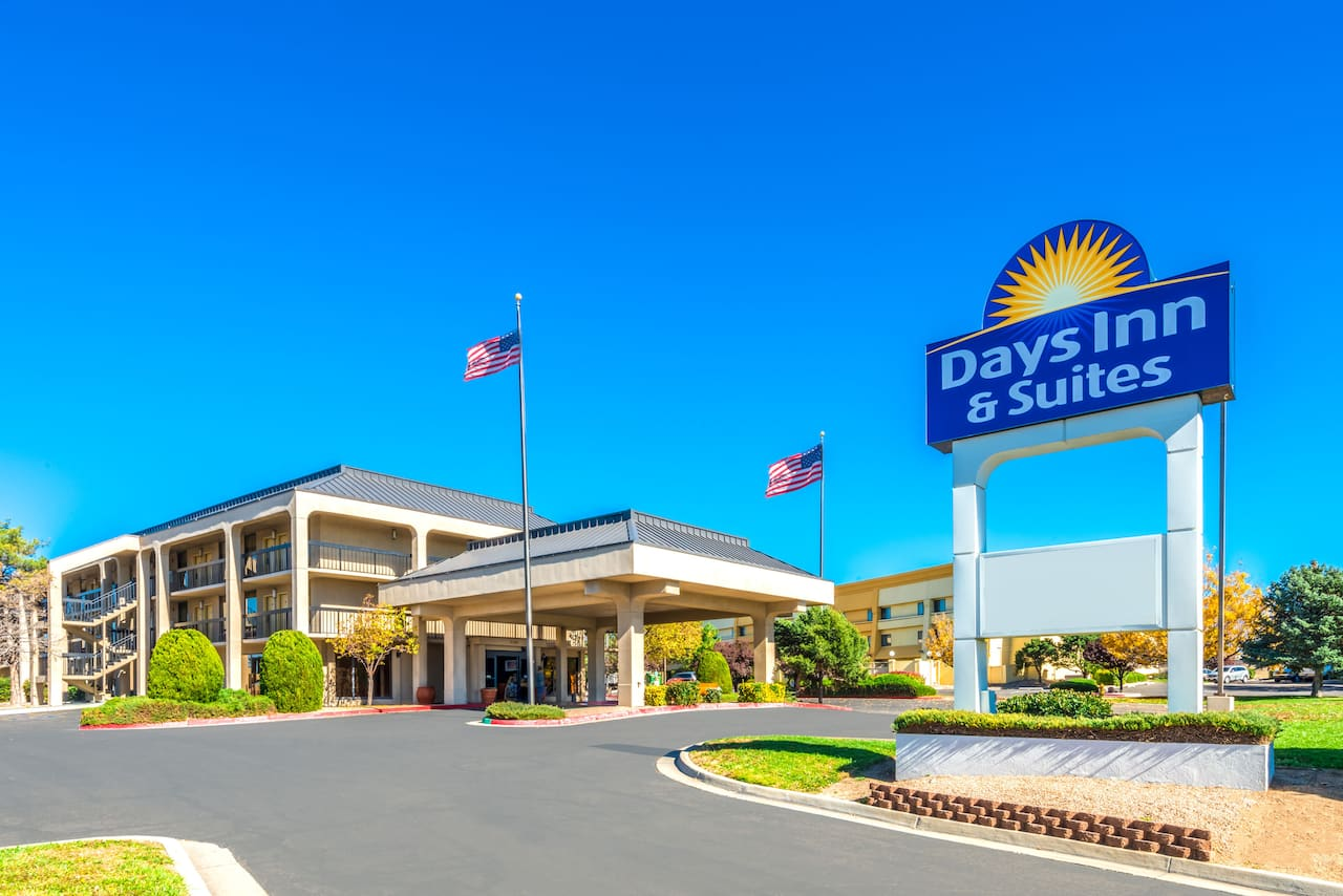 Days Inn & Suites Albuquerque North in  Albuquerque,  New Mexico