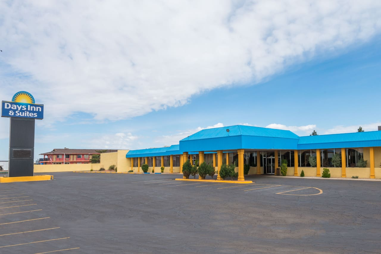 Days Inn & Suites Clovis in  Cannon AFB,  New Mexico