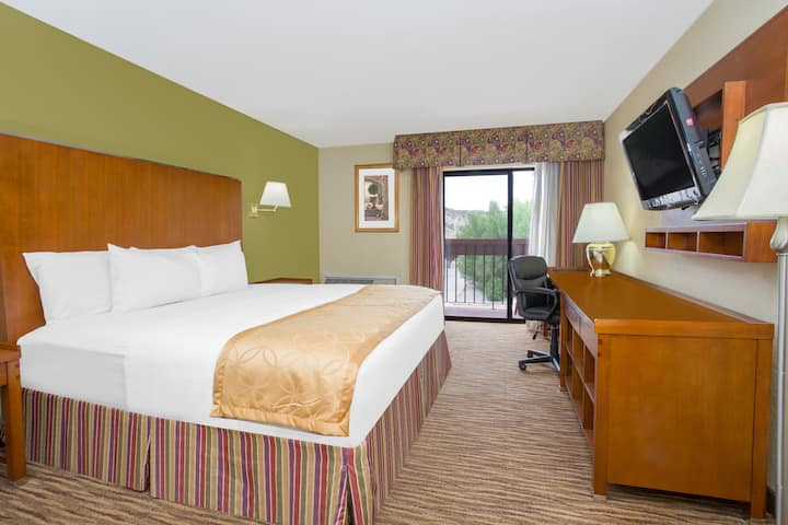 Days Inn & Suites Red Rock-Gallup suite in Gallup, New Mexico