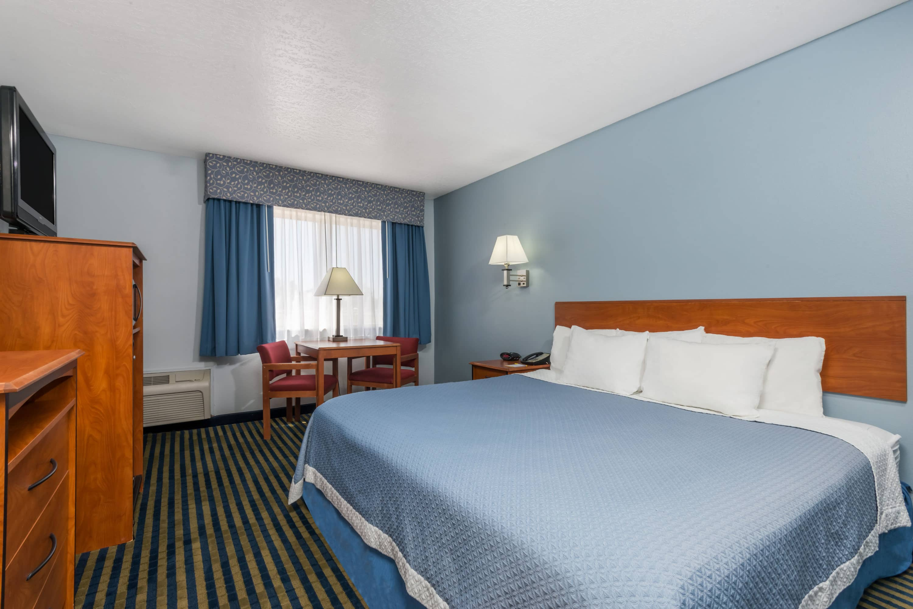 Guest room at the Days Inn Las Vegas in Las Vegas, New Mexico
