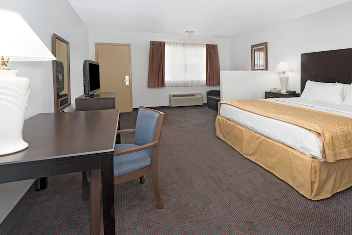 Guest room at the Days Inn & Suites Santa Rosa in Santa Rosa, New Mexico