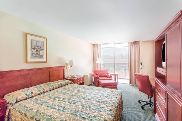 Guest room at the Days Inn Reno South in Reno, Nevada